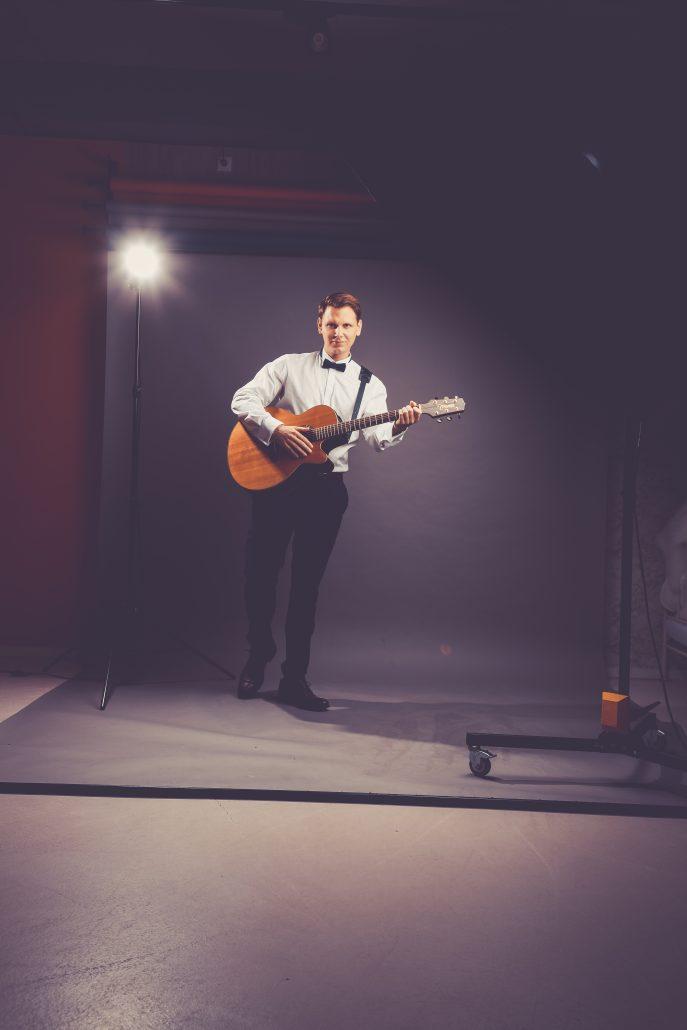 Sänger mit Gitarre